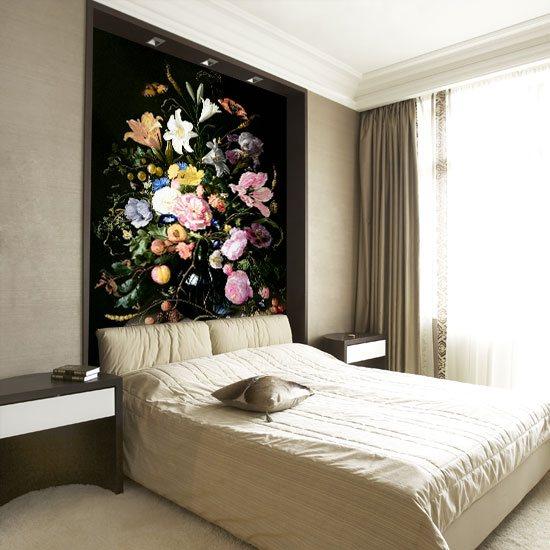 jasne kwiatki w wazonie