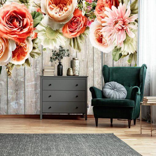 Foto-tapeta z kwiatami na tle desek