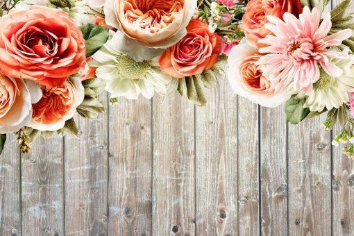 Tapeta rustykalna z kwiatami na tle desek